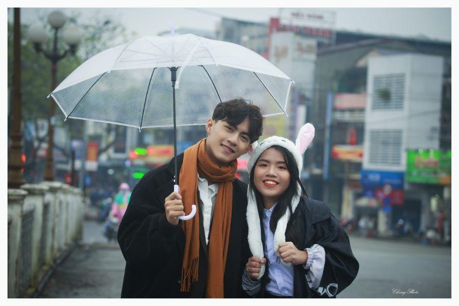 Võ Tôn Uyên Phương và bộ ảnh couple lãng mạn dưới mưa Huế